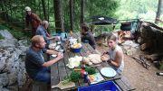 Epluchage des légumes pour le pot-au-feu