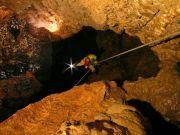 Descente dans le gouffre de Lajoux (Jura), photo C.Chopard