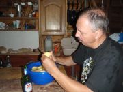 Rocher Bacon: Alain à la corvée patates