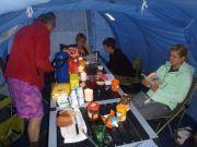 Sous la tente