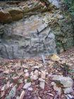Tas de cailloux devant camouflage typiquement helvétique